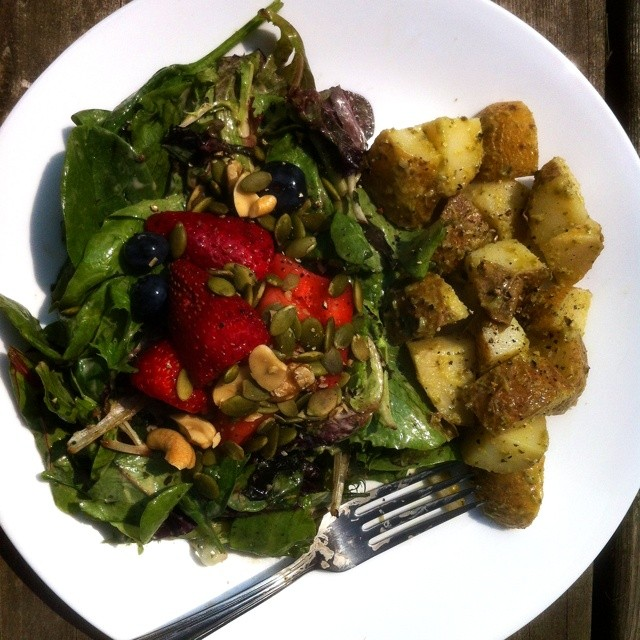 I almost never post pictures from lunch because my work lunches are not that exciting but here you go! Mixed greens with strawbs, bluebs, pepitas, walnuts and thousand island dressing. On the side is a potato salad made with pesto, olive oil and white wine vinegar. :) So filling and delicious